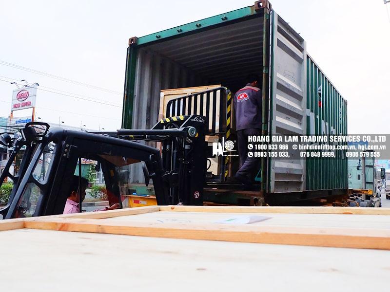 5 container bình điện xe nâng LIFTTOP (HITACHI) đầu tiên đã về Việt Nam