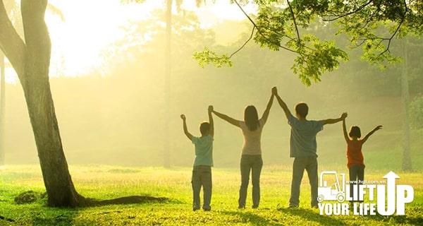 9 bí quyết vàng quẳng gánh lo đi và vui sống của Dale Carnegie giúp bạn có cuộc sống hạnh phúc